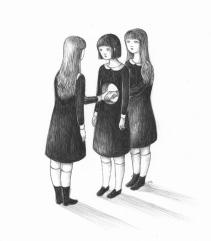 ad un altro mondo in bianco e nero, fatto di pallore, buio e rancore.