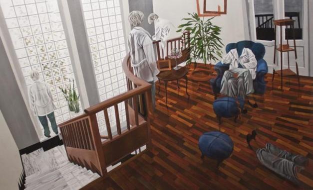 atterriamo nel soggiorno di dario maglionico, si passa dalla luce fioca e fredda ad un piacevole tepore casalingo