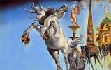 Se da una parte infatti, c'è il surrealismo eccentrico, folle e allegorico di Dalì, che prende