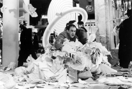 50 Forse quel foglietto è proprio uno dei fogli volanti e delle cartacce che riempiono le inquadrature dei film di Gilliam