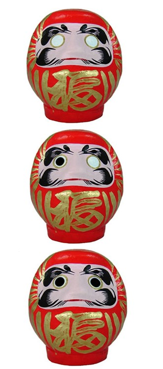 15.2 nasconde in bella vista elementi portanti del folclore giapponese come le daruma doll, le statuine votive portafortuna che vengono sconsacrate dal sangue e che assumono d'un tra