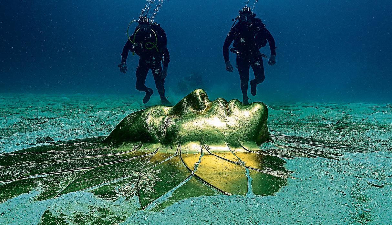 10 La sua poetica esprime la natura marina come un gioiello, come un raffinato tesoro dei pirati